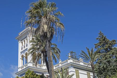Hotelpaläste und schicke Villen, die von bezaubernden Parkanlagen prägen das Straßenbild des weltlichen Bordighera