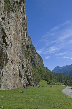 the crags: Engelswand - popular climbing area in Tumpen in the Oetztal valley