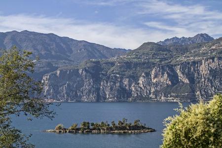 wasser: Insel Olivo - kleines idyllisches Eiland vor  Malcesine