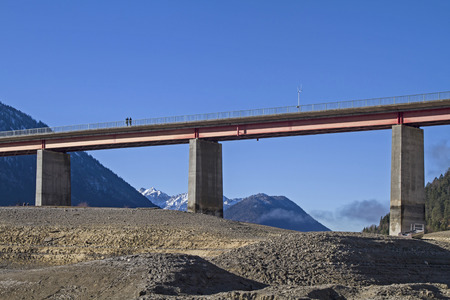 bridging: Gorge Bridge over the empty reservoir Sylvenstein in Upper Bavaria