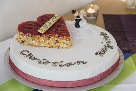 boda pastel: El corte de la torta de la boda es magn�fica para cada pareja casada y todos los invitados un ritual importante