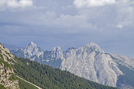 assigned: The arnspitze group is a free-standing mountain range in Tyrol and is assigned to the Wetterstein mountains