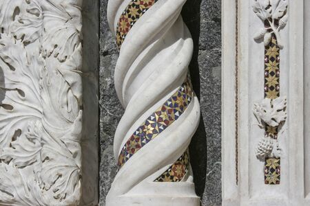 windings: Countless mosaics and columns adorn the splendid Cathedral of Orvieto