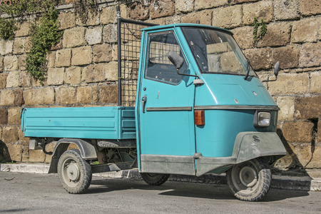 oldie: Turquoise tricycle in a narrow Italian alley