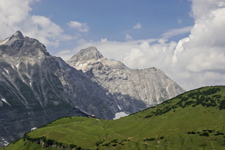 Tiny acts which the Alpine Association belonging Falkenhütte before the mighty peaks of the Karwendel Stock Photo