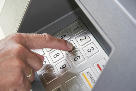 tastatur: Insert the secret number on a cash dispenser