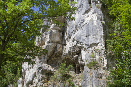 On the Danube Bike Path intermediate bath Abbach and Regensburg you pass interesting rock formations