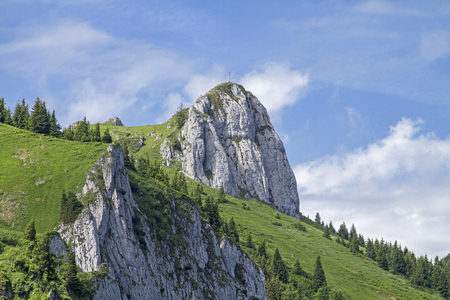 exceeding: The peak of Kirch stone is mounted at the exceeding of the ridge between Brauneck and Benediktenwand
