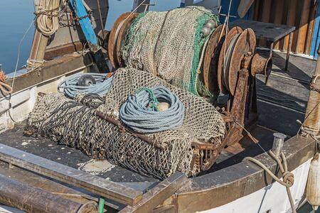 Detail eines Fischerbootes im Hafen des Istrian-Dorfs Novigrad Standard-Bild - 82818115