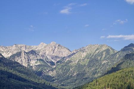 Die Gipfel der Soiern-Gruppe mit Schöttelkar und Soiernspitze aus dem Soiernweg Standard-Bild - 83359474