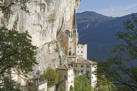 Madonna della Corona - the famous place of pilgrimage was built like an eagle's nest in an overhanging rock wall Foto de archivo