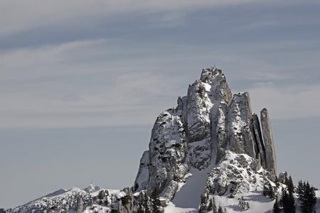 Auf dem Aufstieg zum Risserkogel fällt der Blick auf die prächtige Bergform des Plankensteins Standard-Bild - 91269990