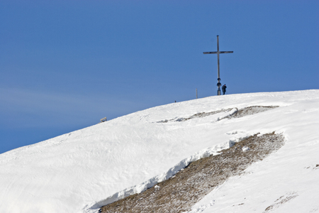 The mountain Hochalm in the Bavarian Alps is also in winter a popular destination for many hikers Standard-Bild - 94142404