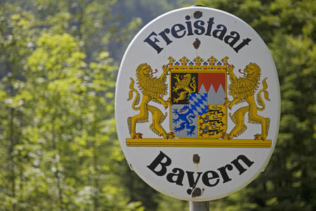 Border sign on the German-Austrian state border, which indicates the entry of the Free State of Bavaria Banco de Imagens
