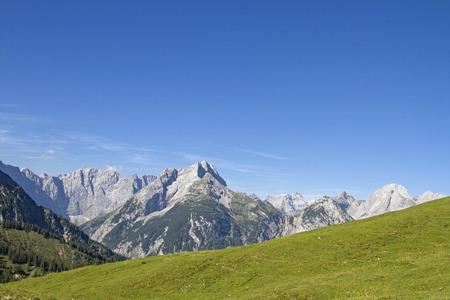 View of the Karwendel Mountains seen from the Plumsjoch Standard-Bild - 108445982