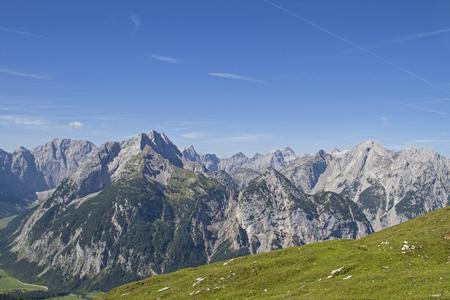 View of the Karwendel Mountains seen from the Plumsjoch Standard-Bild - 115271082