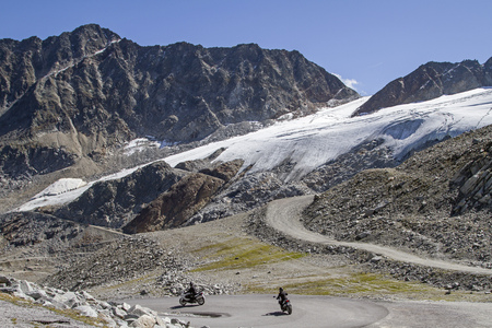 The glacier ski area at the Rettenbachferner can easily be reached on the Oetztal glacier road