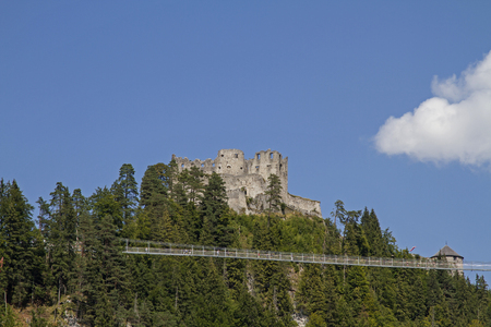 Ehrenberg Castle, built in 1296 on a hill south of Reutte, is a popular destination and can be reached via a boldly-constructed suspension bridge 免版税图像 - 122941425