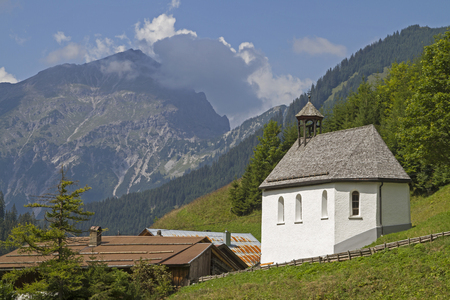 The small hamlet Bichlbaechle  lies at the end of the Stockach Valley in the Lechtal Alps