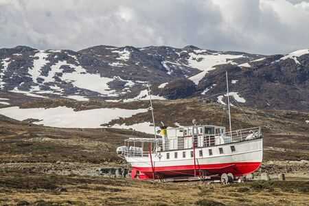 Since 1912, the excursion boat Bitihorn operates in the summer months on the Bygdinsee in the southern Jotunheimen mountains, the rest of the year it lies on the shore of the Norwegian mountain lake