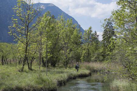 Ce ruisseau court autour d'Eschenlohe et son origine aux 7 sources se trouve à travers un paysage de lande idyllique