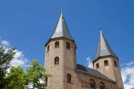 The much visited Collegiate Church of St. Cyriacus, which was built in the Romanesque style, is located in Gernerode, right on the Viek-visited Romanesque street
