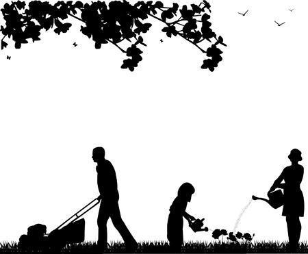 watering: Family-activiteiten in de tuin in de lente, papa het gras te maaien, moeder en dochter bewaterd bloemen, silhouet
