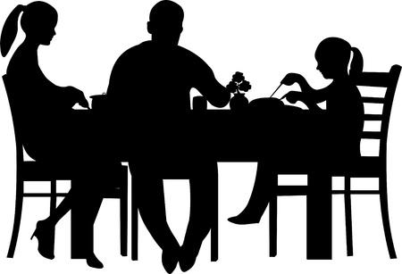 Famille ayant leur dîner à la table de la silhouette