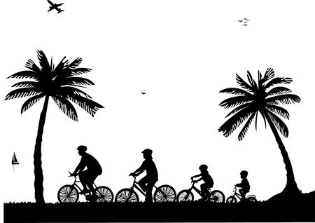 cicla: Familia paseo en bicicleta en la playa en la silueta de verano, uno en la serie de imágenes similares
