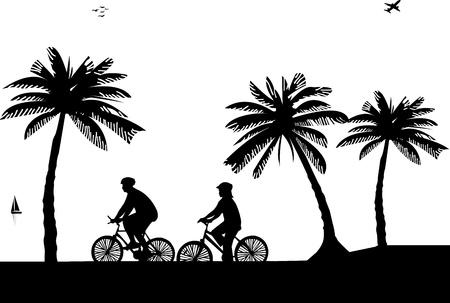 cicla: El hombre y la mujer en bicicleta en la playa en la silueta de verano, uno en la serie de imágenes similares