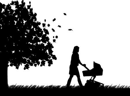 Eine junge Mutter schob den Kinderwagen und Spaziergang durch den Park im Herbst oder fallen silhouette