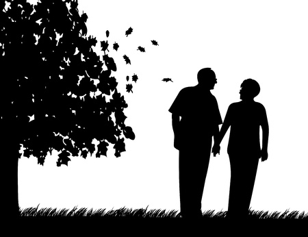 Mooi gepensioneerd bejaarde echtpaar wandelen in het park in de herfst of najaar, een in de reeks van soortgelijke foto's silhouet