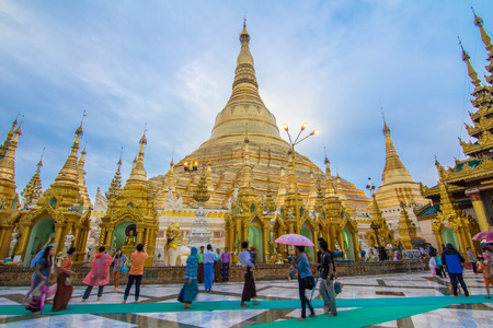 Shwedagon Pagoda photo