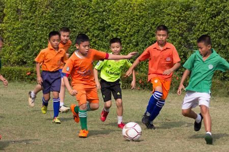 主要なサッカー大会の活動。10-12 年古い学生は、競争と楽しみに参加しました。