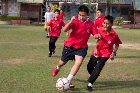 主要なサッカー大会の活動。10-12 年古い学生は競争と楽しみに参加しました。