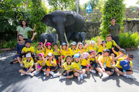 wean: BANGKOK CITY, THAILAND -  JULY 2016: Kindergarten Students visit the zoo, In the jul 15, 2016. Bangkok Thailand.