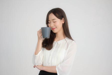 portrait of thai china adult office girl white shirt drinking coffee 免版税图像