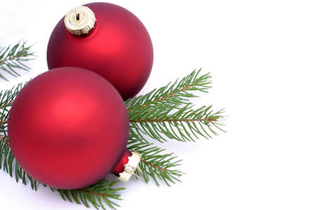 штейн: Photo of matte red Christmas balls and pine