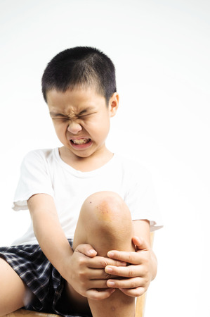 Boy feel pain from wound on his knee 版權商用圖片