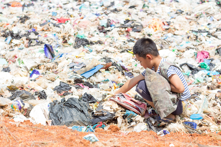 Children are junk to keep going to sell because of poverty, the concept of pollution and the environment,World Environment Day Banco de Imagens