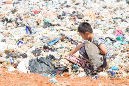 I bambini sono spazzatura da continuare a vendere a causa della povertà