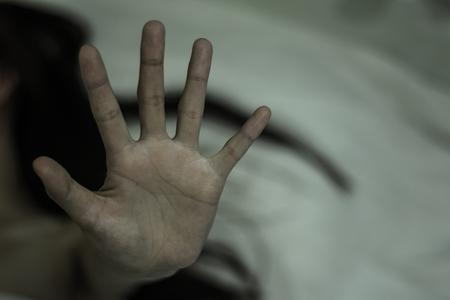 Frauen erheben ihre Hände gegen Missbrauch, Bekämpfung des Menschenhandels und gegen Gewalt gegen Frauen, Internationaler Frauentag