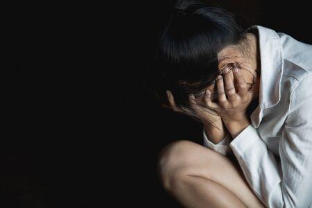 despair rape victim waiting for help, Stop sexual harassment and violence against women, rape and sexual abuse concept. Foto de archivo