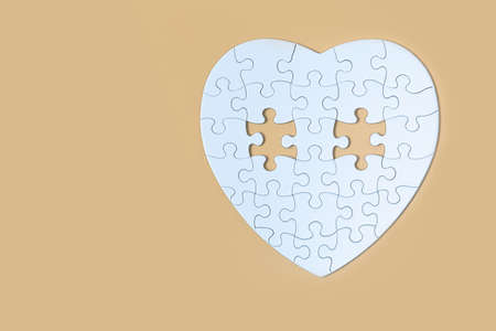Many white jigsaw puzzle on Yellow background, Business success, idea solution concept. 版權商用圖片 - 151710448