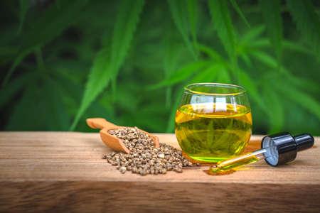 CBD hemp oil, Hemp oil extract in glass bottles, medical marijuana concept. 版權商用圖片 - 152257118