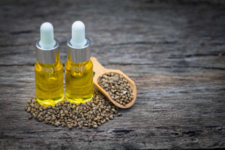 CBD oil hemp products, Medicinal cannabis with extract oil in a bottle. Medical cannabis concept 免版税图像