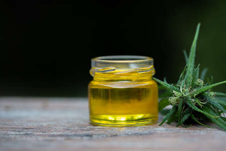 Hemp oil in a glass jar, CBD cannabis oil.Alternative herbs for medicine. copy space. Banque d'images