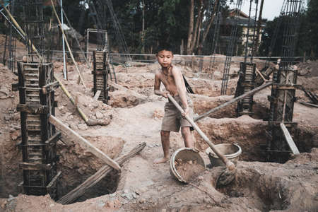 The concept of illegal child labor, Children are forced to work construction. Children violence and trafficking, Rights Day on December 10 Foto de archivo