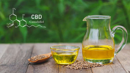 CBD cannabis oil. Composition with hemp oil in bowls on table. Healthy cannabis oil. Banque d'images