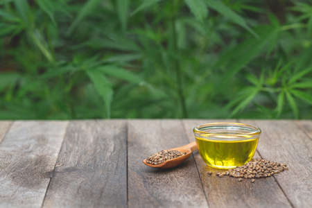 Hemp oil on the table, oil in a glass jar, cannabis leaves Banque d'images
